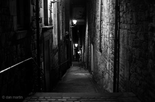 One of Edinburgh's famous Closes.