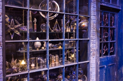 Lovely detail inside each of the shops in Diagon Alley. Great dressing.