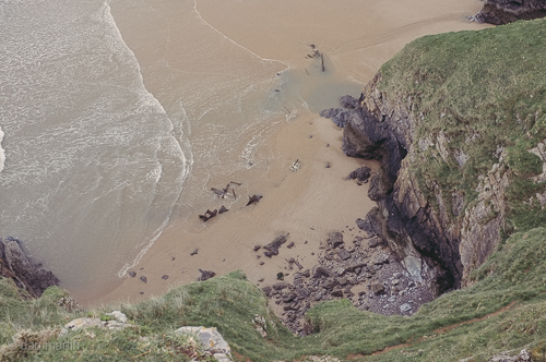 On the edge of the cliff that vertigo as you lean...  see the waves rolling against the shore this viewport